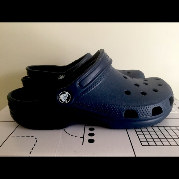 Unisex Blue crocs men's 6 women's 8